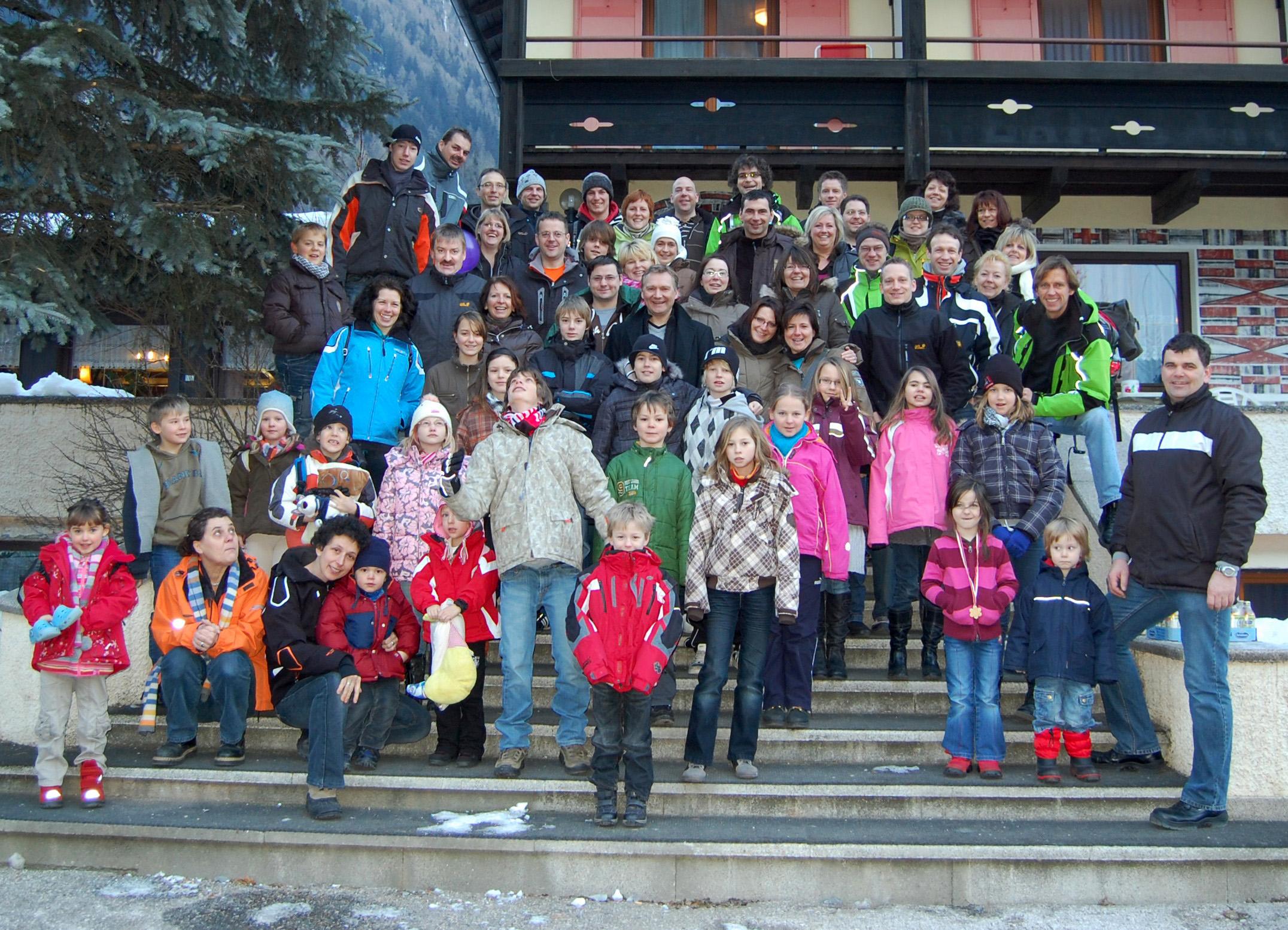 Gruppenbild Familienskifreizeit 2009